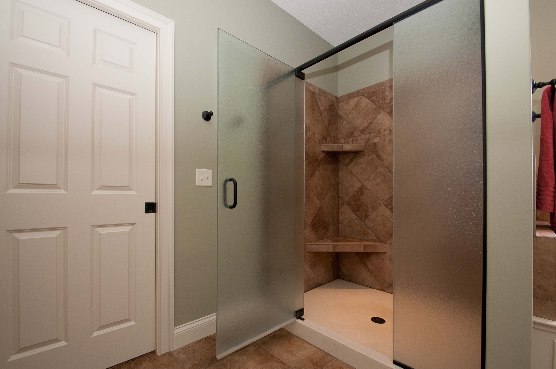 Ceramic shower with shelves and seat and obscure glass door