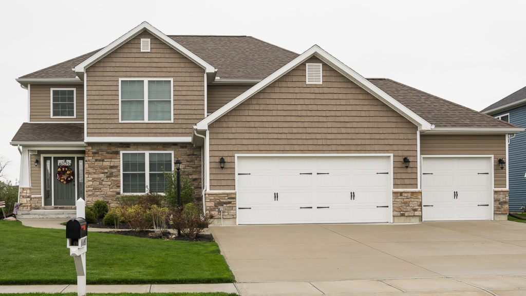Arlington model with Natural Blend Weather Ledge stone and vinyl siding / shakes built in Edgewater (Troy)