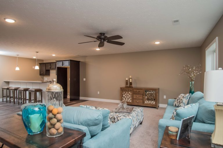 Large family area with wet bar