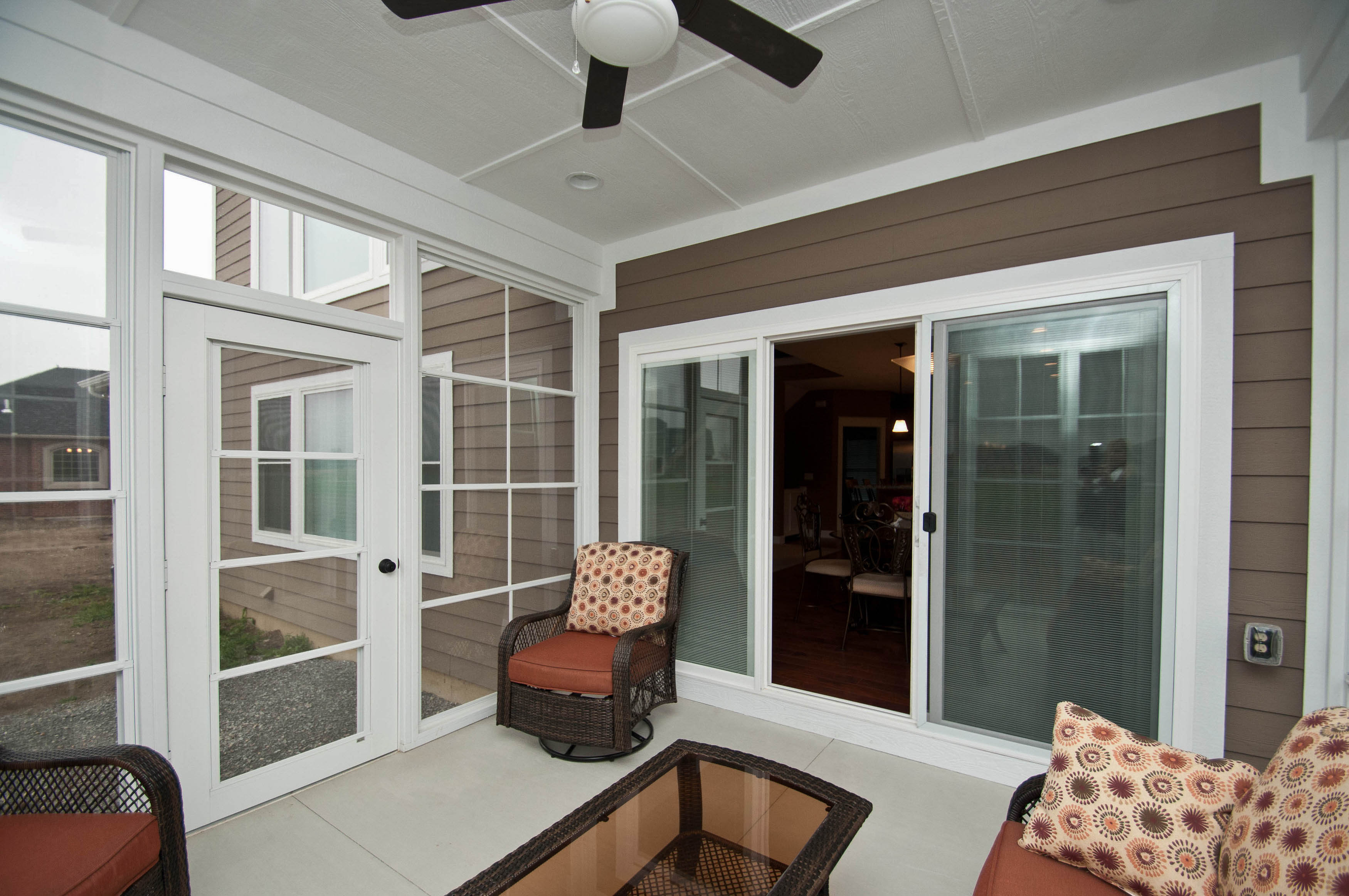 White Eze Breeze installed on Berkshire model in Rosewood Creek
